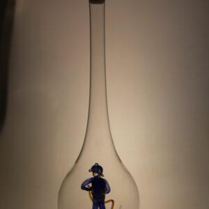 Flasche mit Arbeitsfiguren oder Werkzeug
